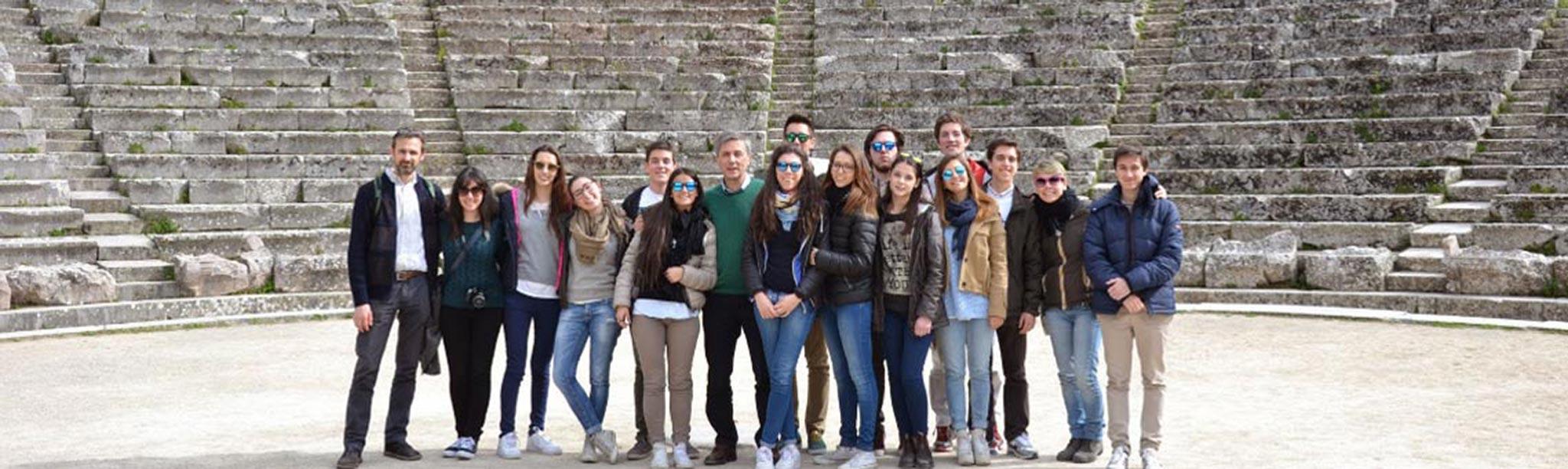 studenti-liceo-2048px